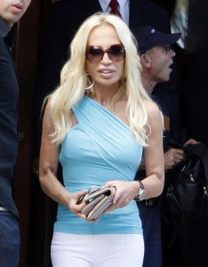 Donatella+Versace+Donatella+Versace+Seen+Leaving+TGxRADZcMw2l