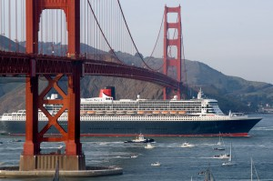 Queen Mary sails under the Golden Gate